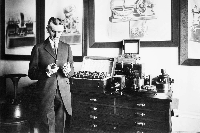 Black and white photo of Nikola Tesla.