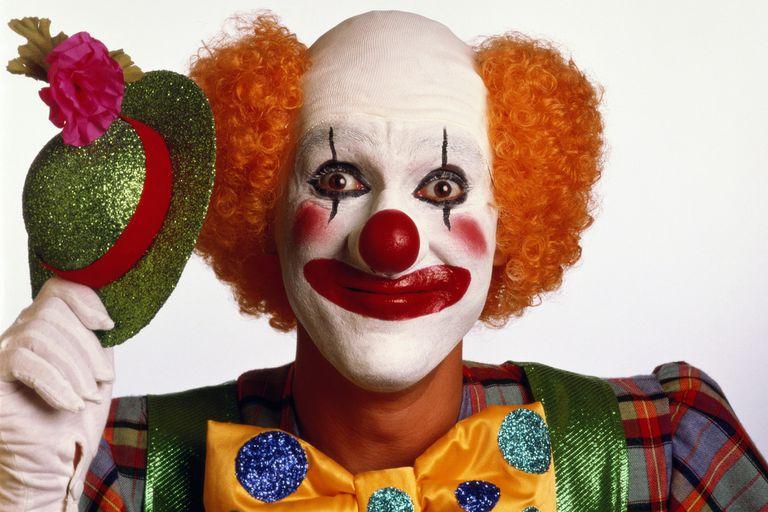 explaining the urban legend of the clown statue