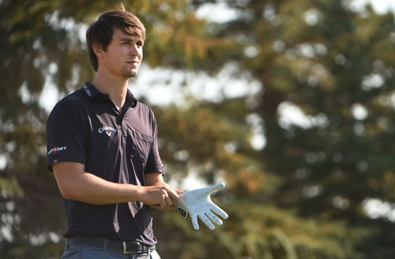 Ollie Schniederjans puts on his glove at the 2016 Utah Championship