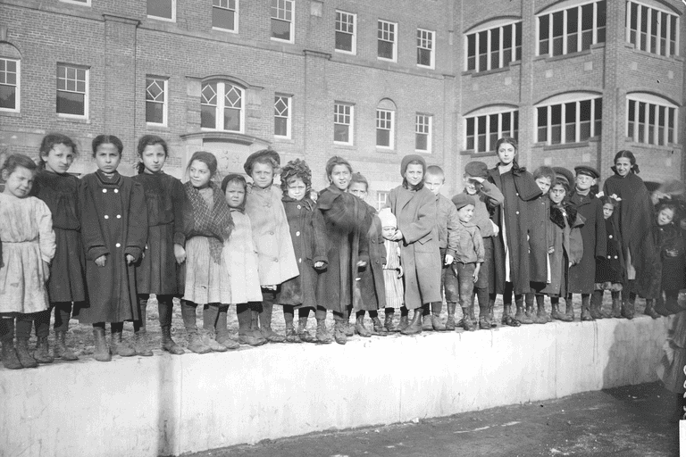 Children at Hull House, 1908