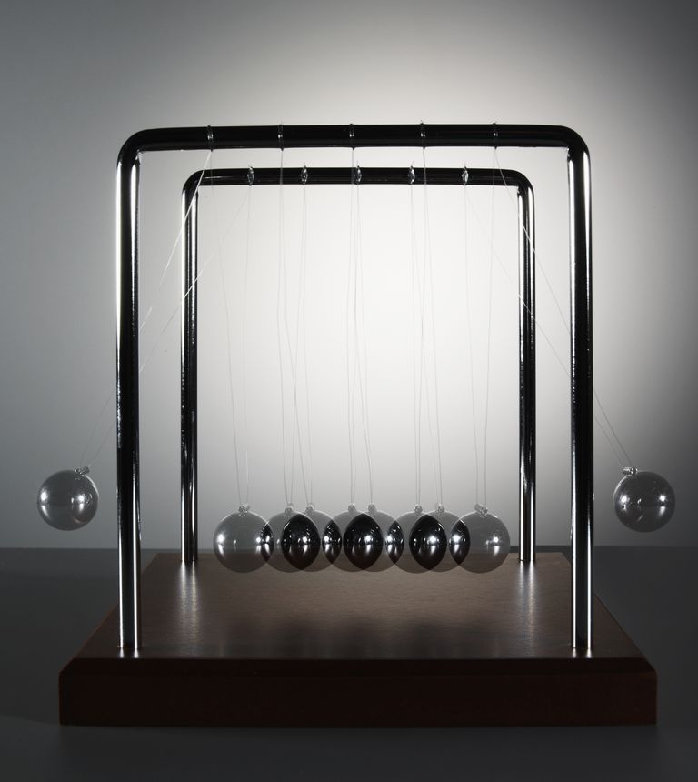 Newton's cradle toy