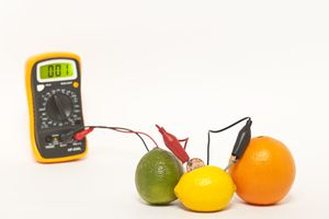 Making electricity with citrus fruit