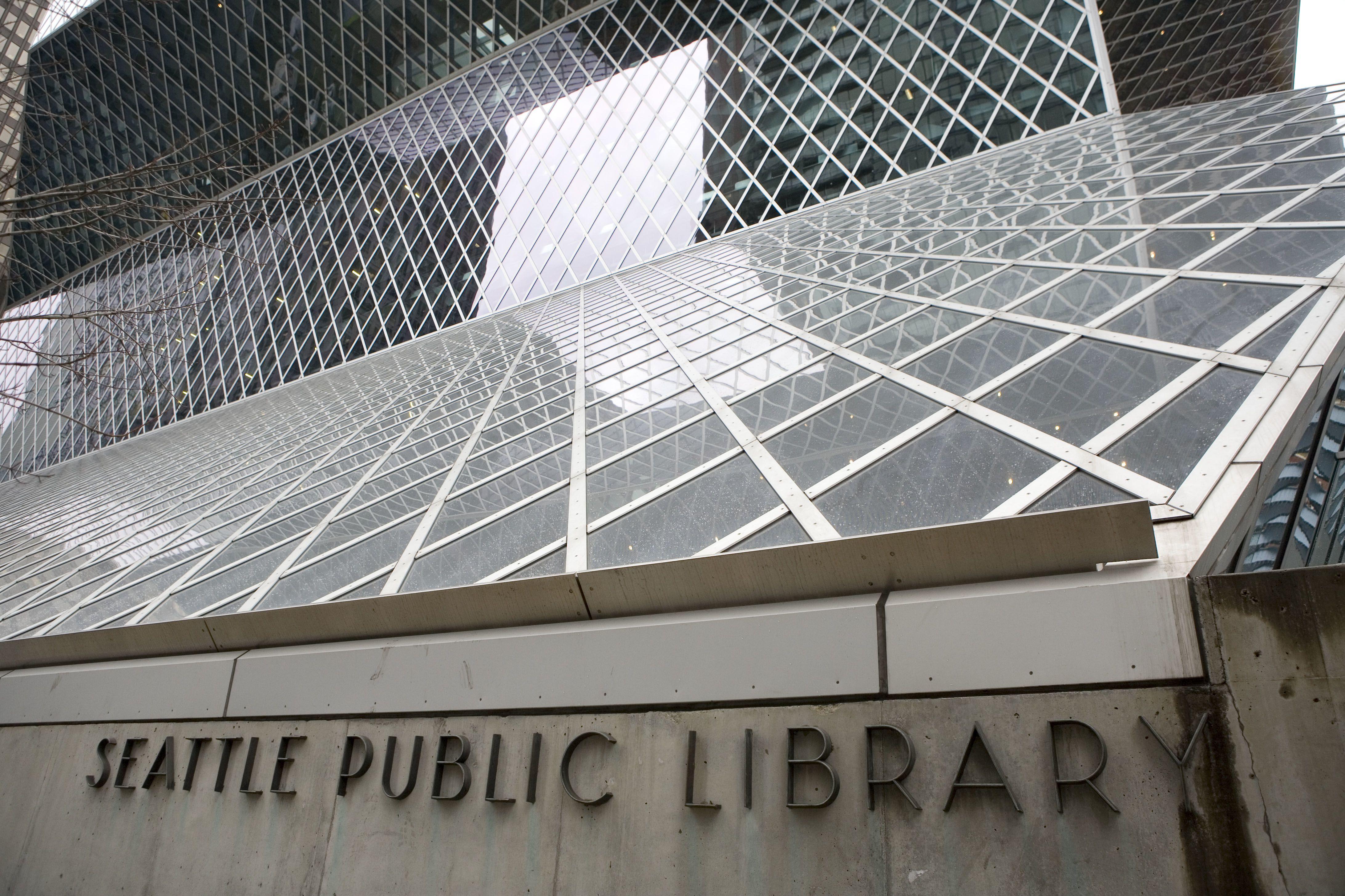 détail de façade en verre moderne sans grilles métalliques