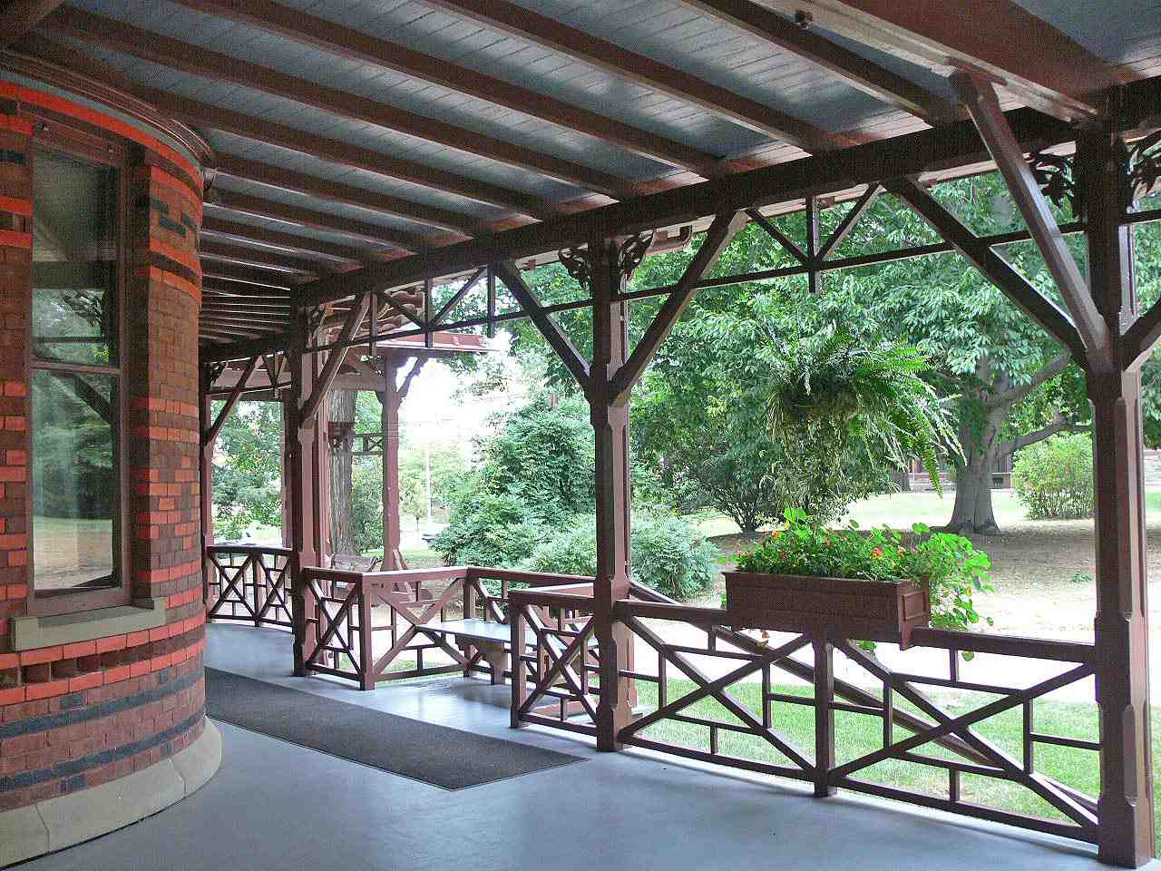 Decorative stickwork forms geometric patterns around the expansive porch of Mark Twain's home.