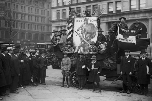 Photo of Boy Scouts promoting war bonds during World War I