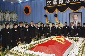 Men and women standing around President Wang Daohan's coffin in Shanghai