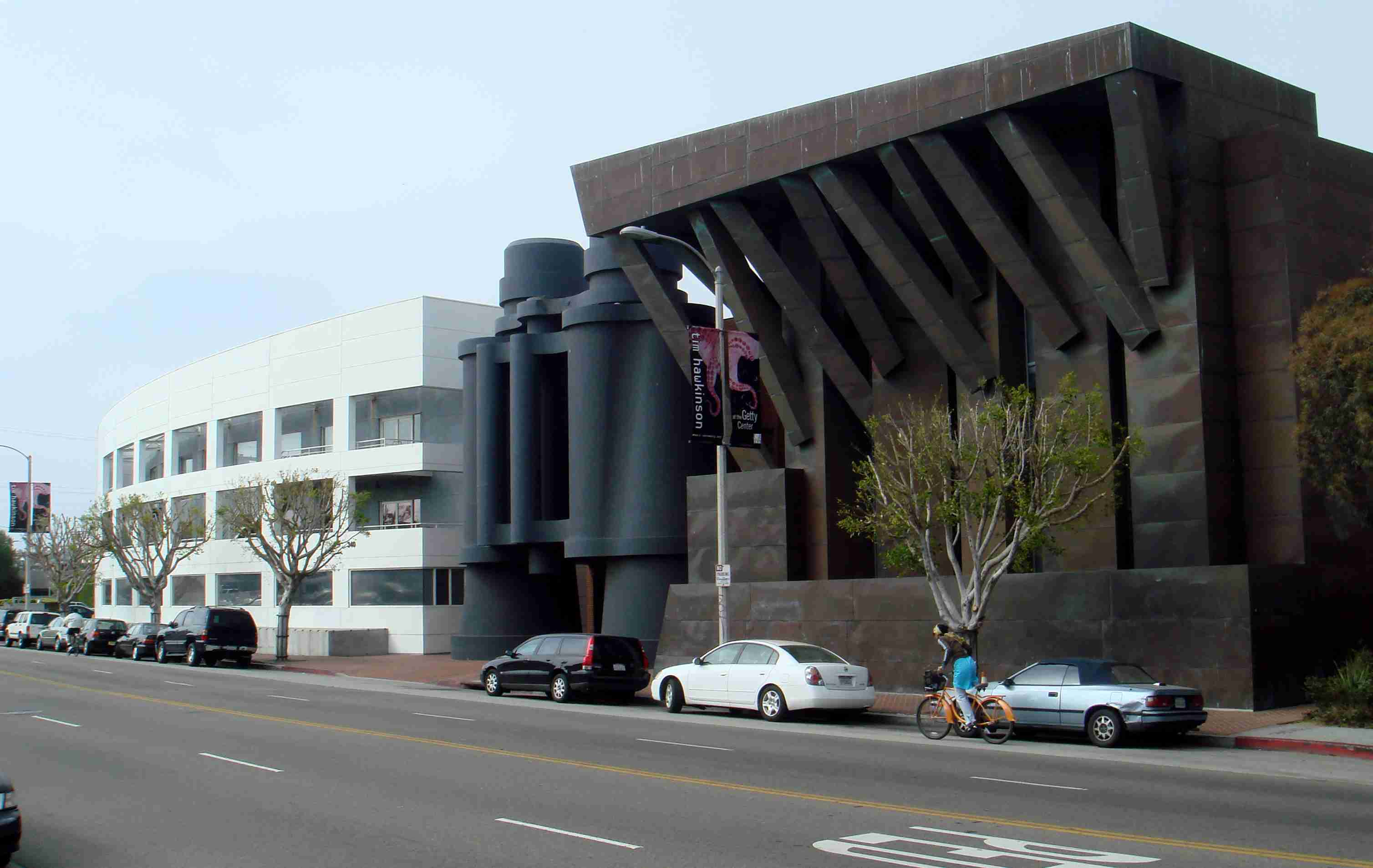 The Chiat/Day Building Complex in Venice, California with sculpture of binoculars
