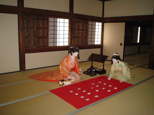 Diorama: Two women and a cat demonstrate daily life in Himeji Castle.