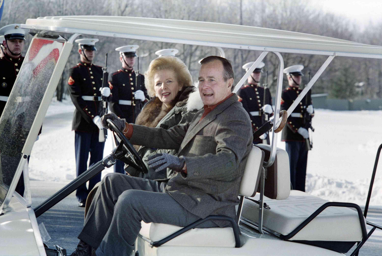 foto de Bush, Thatcher y la guardia de honor de la Marina en Camp David