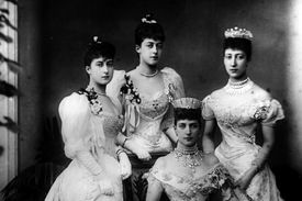 Louise with her mother and sisters in 1887