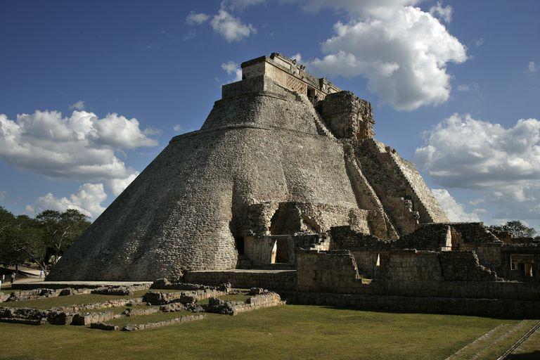 Mexico - Archaelogy - Magicians Pyramid
