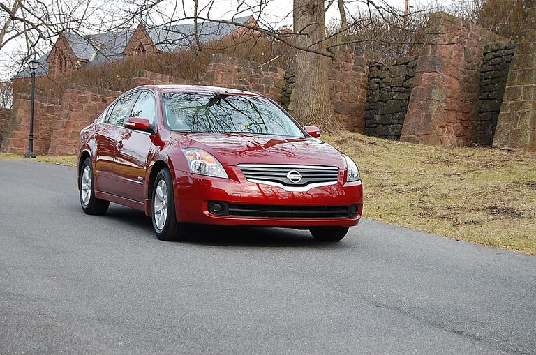 2008 Nissan Altima Hybrid right front shot