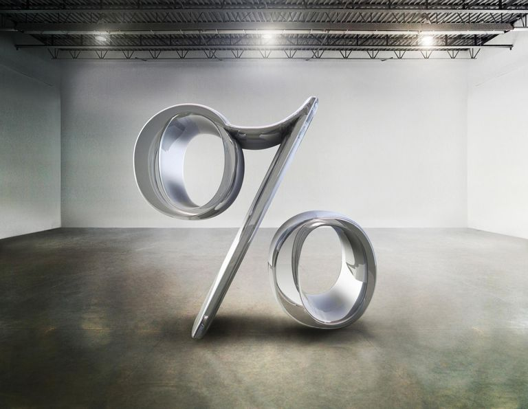 Percent symbool sculpture in a warehouse installation