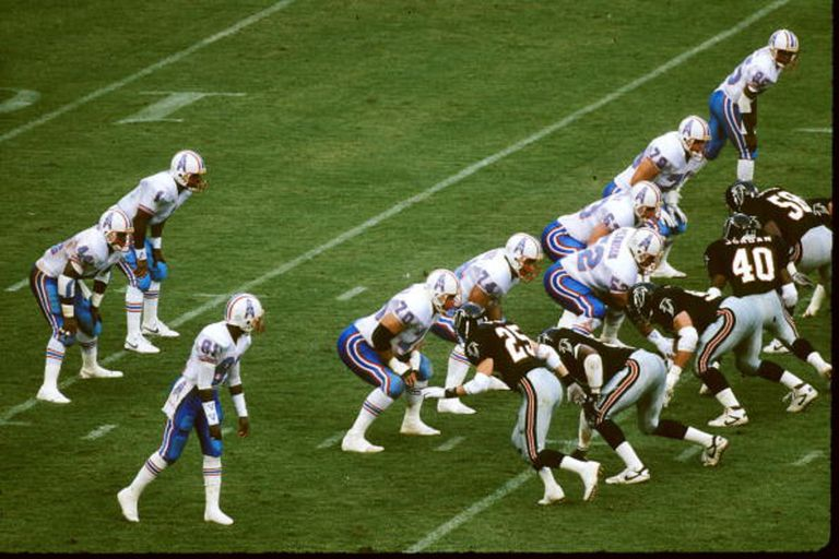 Warren Moon runs the shotgun for the Oilers.