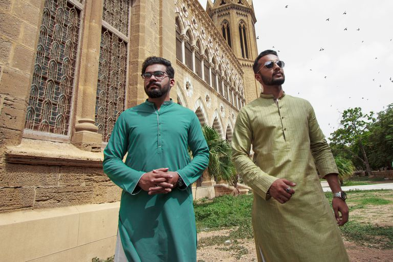 What are the clothing types muslim men wear?
