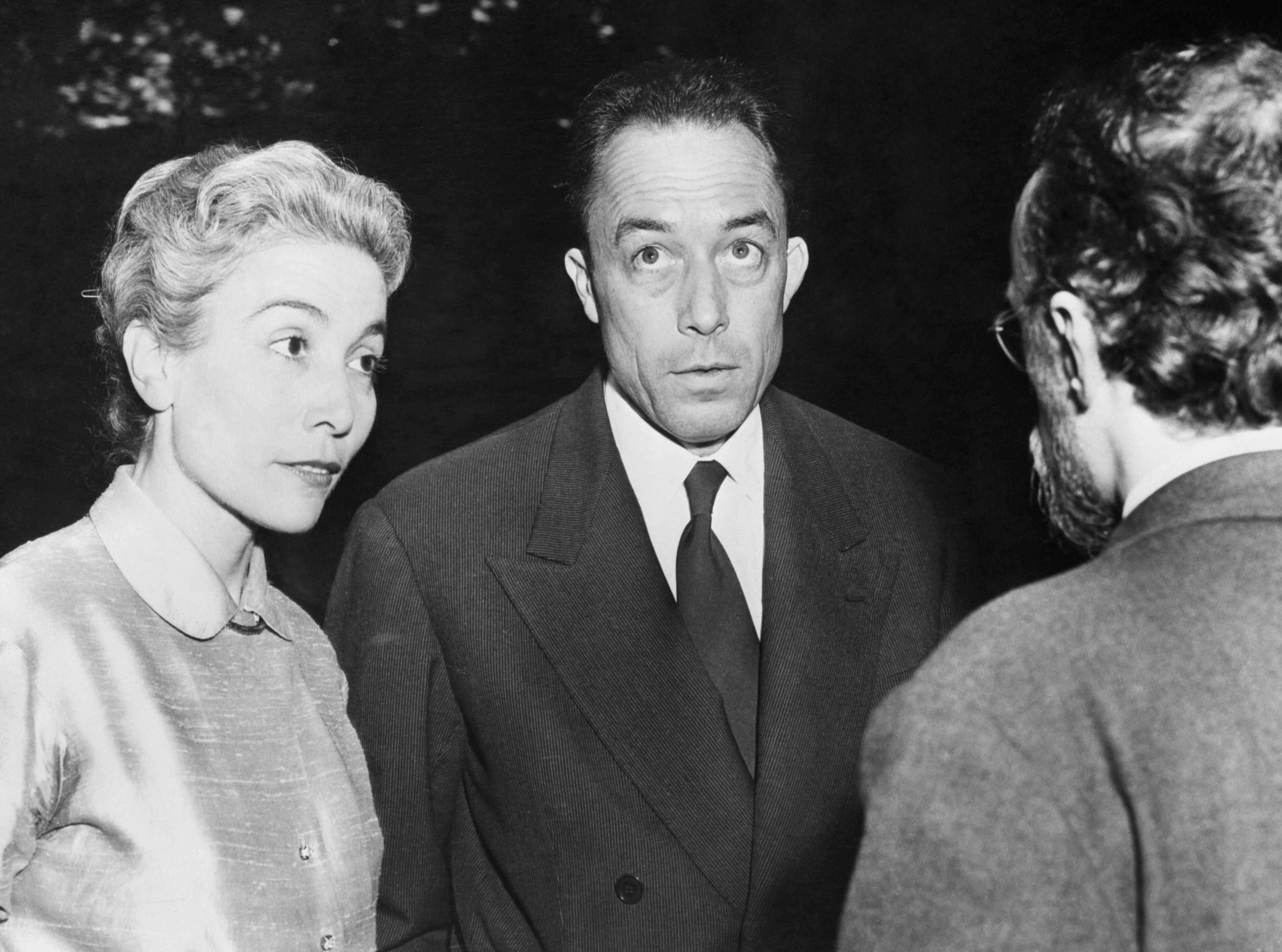 El ganador del premio Nobel Albert Camus y su esposa