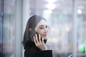 Japanse woman on phone