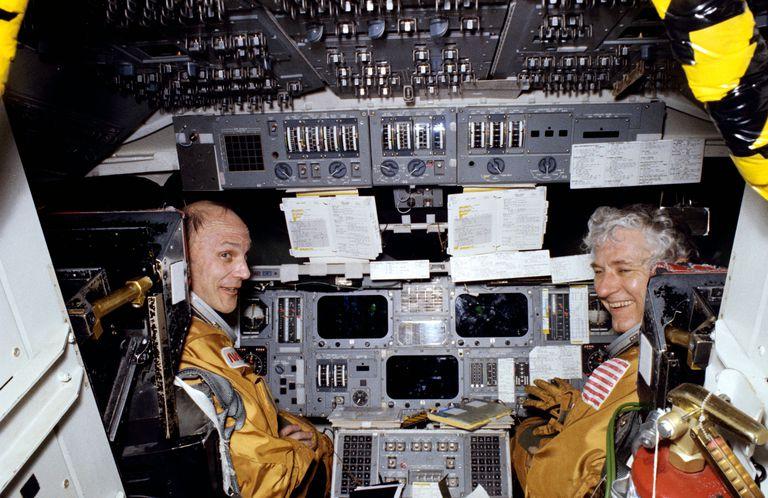 Ken Mattingly II and Thomas Hartsfield in training.
