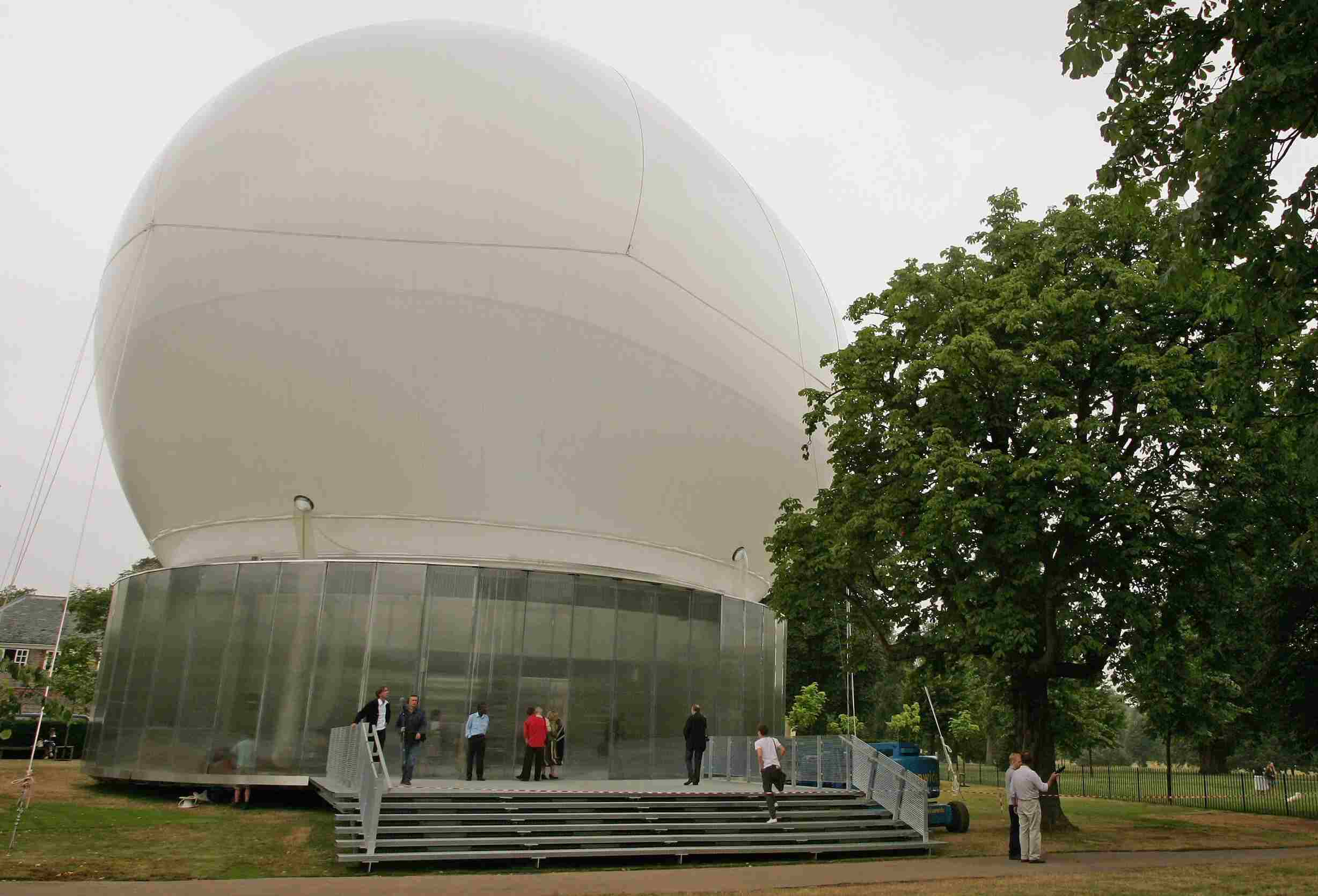 The Serpentine Inflatable Pavilion by architect Rem Koolhaas, 2006, London