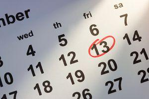 Calendario con el número 13 en un círculo