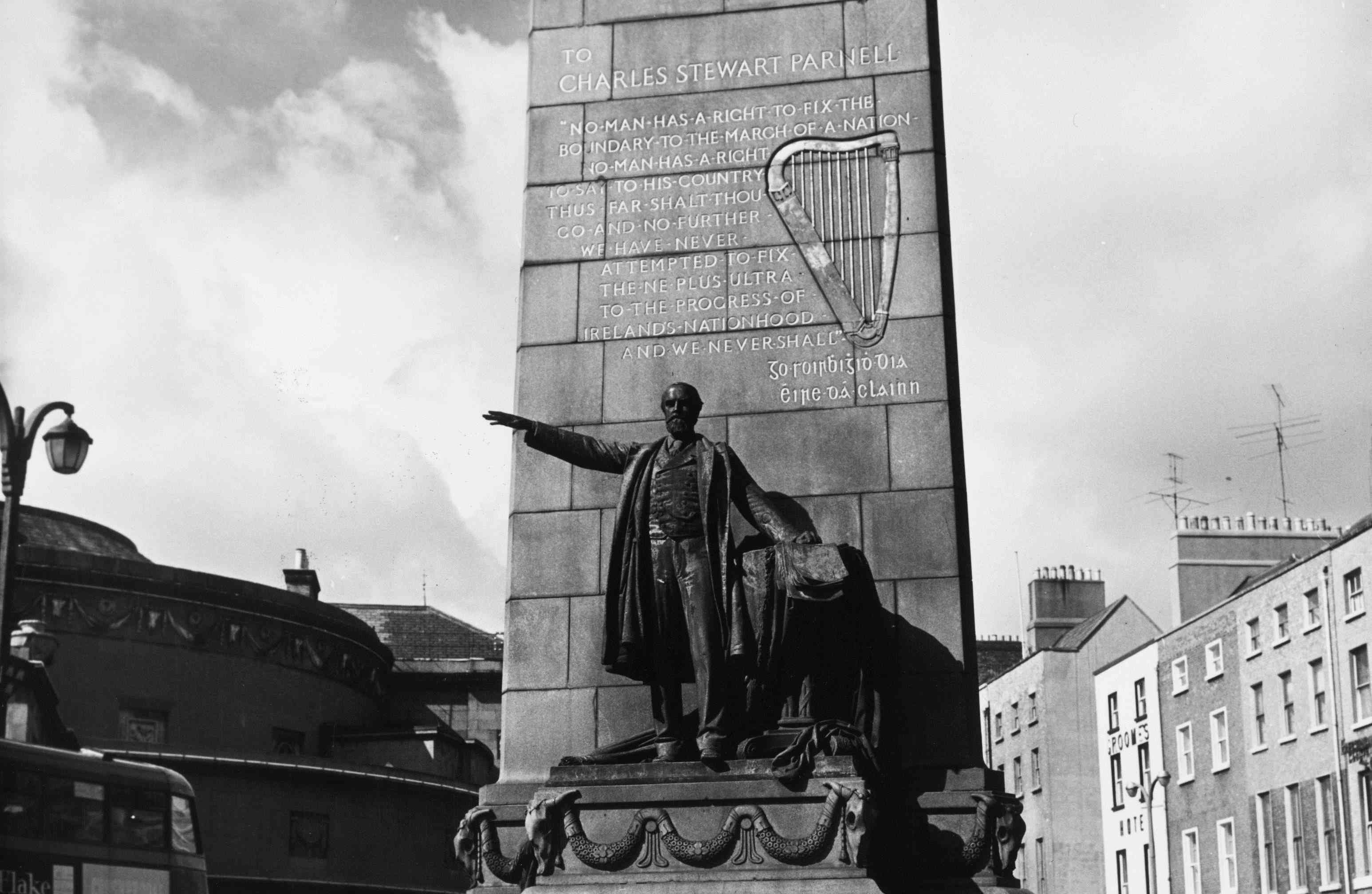 photo of statue of Charles Stewart Parnell in Dublin