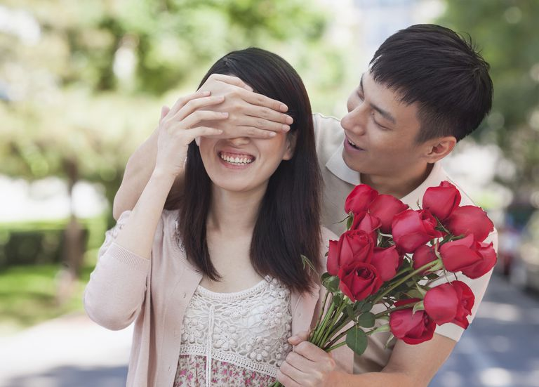 Chinese man surprising girlfriend with roses