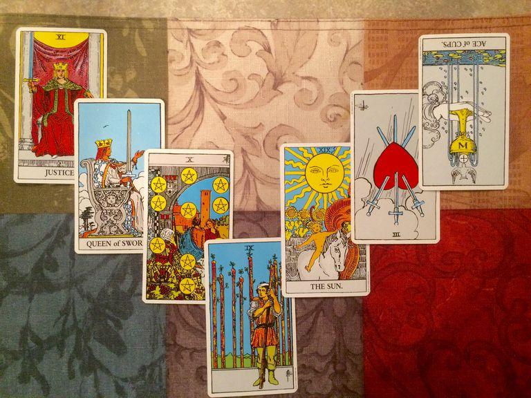 A 7 Card open horseshoe spread