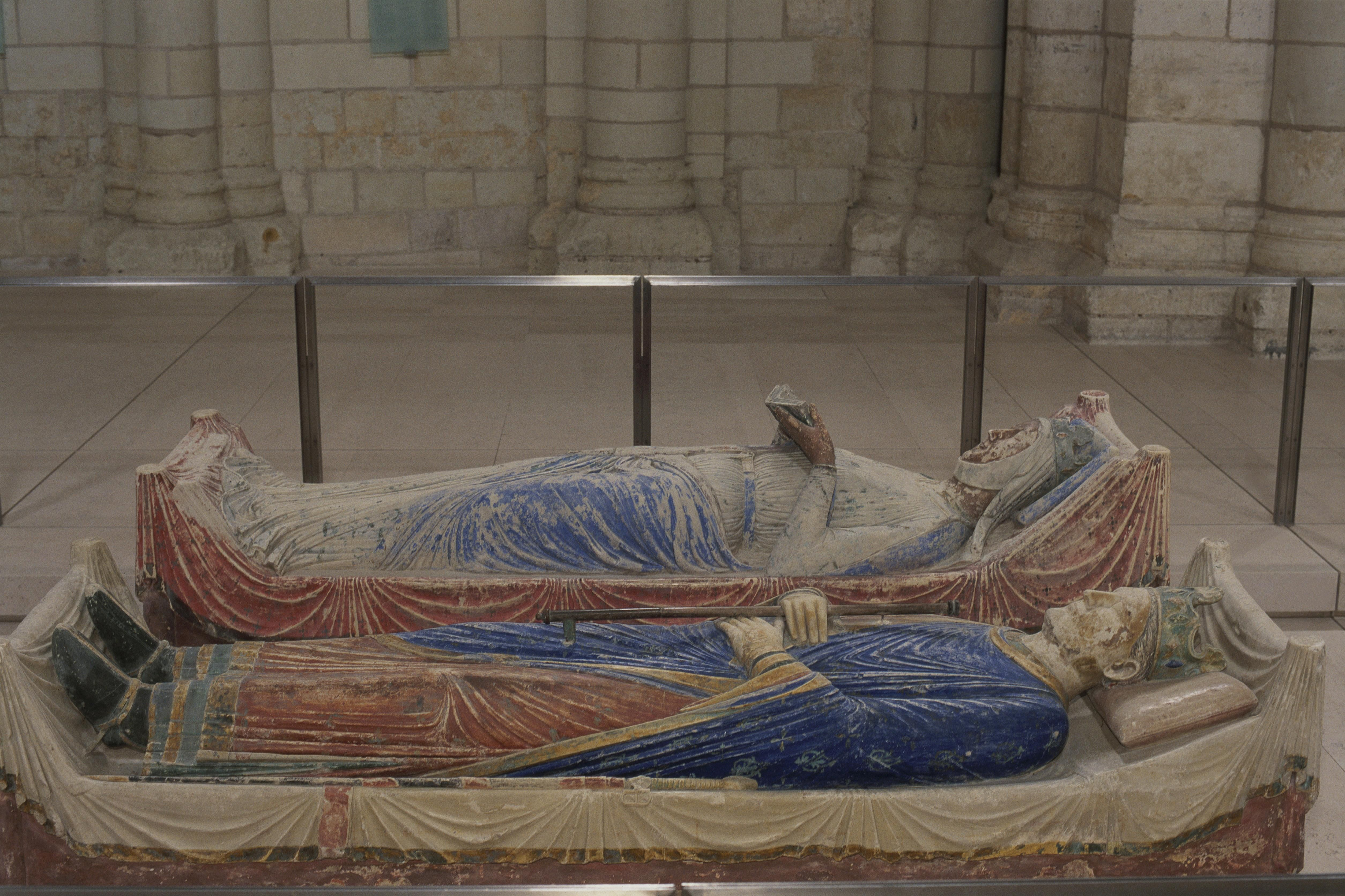 Eleanor of Aquitaine and Henry II, lying together: tombs at Fontevraud-l'Abbaye