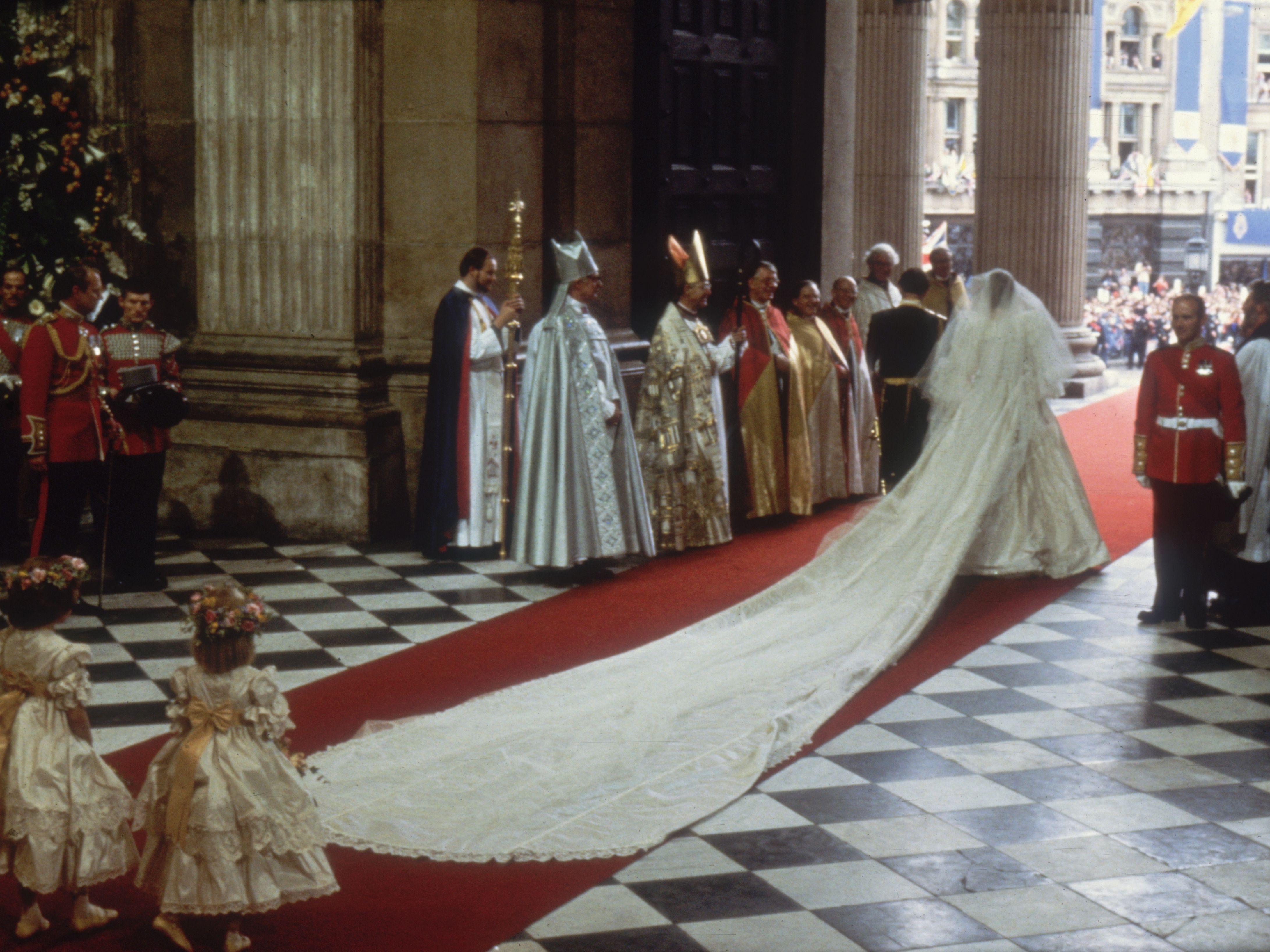 Princess Diana S Wedding Few Hints Of Sad Future