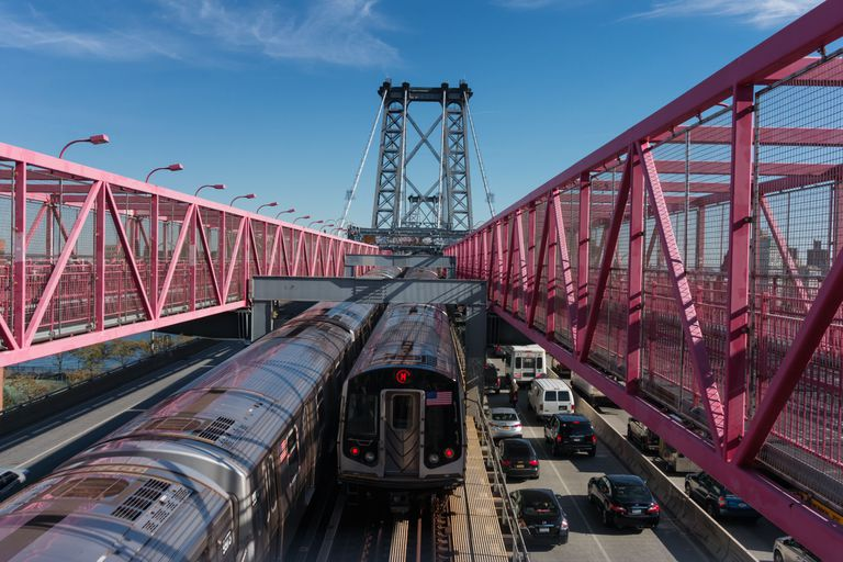 Cars and trains cross the Williamsburg Bridge