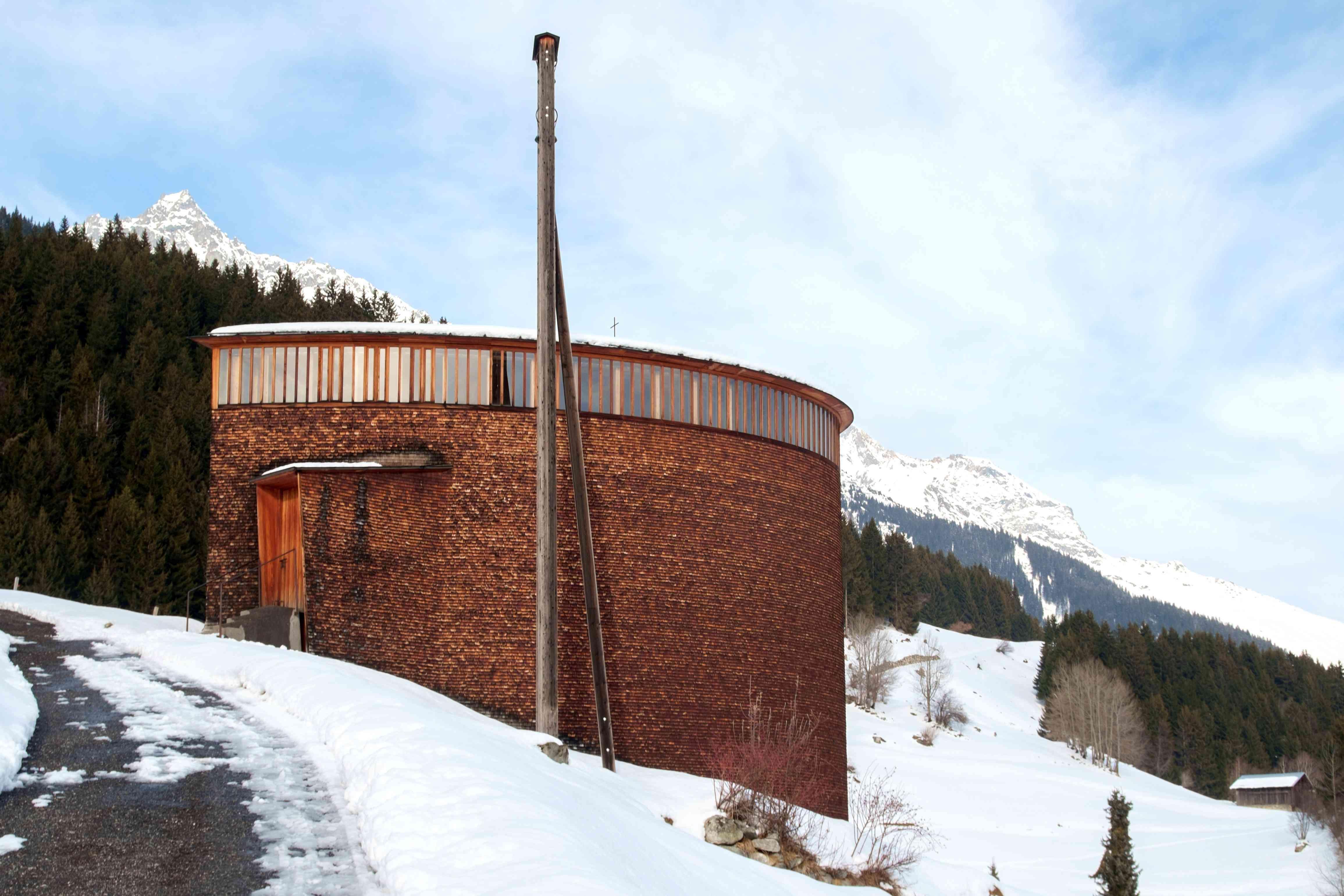 Capilla de San Benito de Zumthor en Sumvitg, una pequeña aldea en Grigon, Suiza