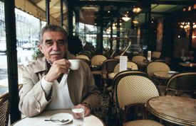 Portrait of Gabriel García Márquez taken at a café