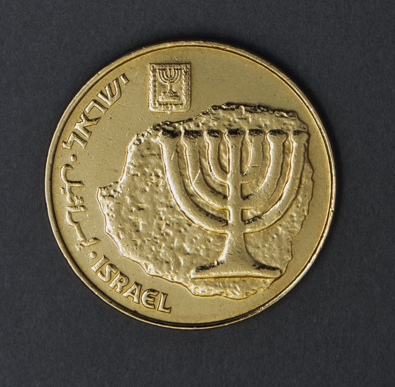 10 agorot coin, 1985, obverse, menorah (seven-branched candelabrum)