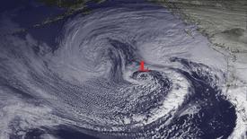 A deep low circulation brings heavy rains to the West Coast (Nov 28, 2012)