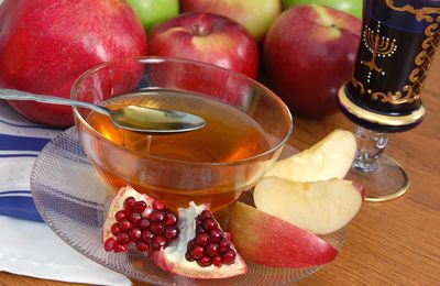 Common rosh hashanah and yom kippur greetings these are the types of food customarily eaten for rosh hashanah m4hsunfo