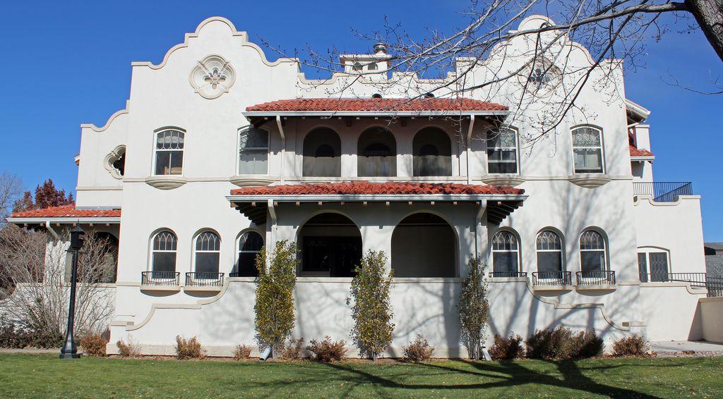 Lennox House, Mission Revival architecture sur le campus du Colorado College