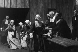 Actors Madeline Sherwood (rear 2L), Arthur Kennedy