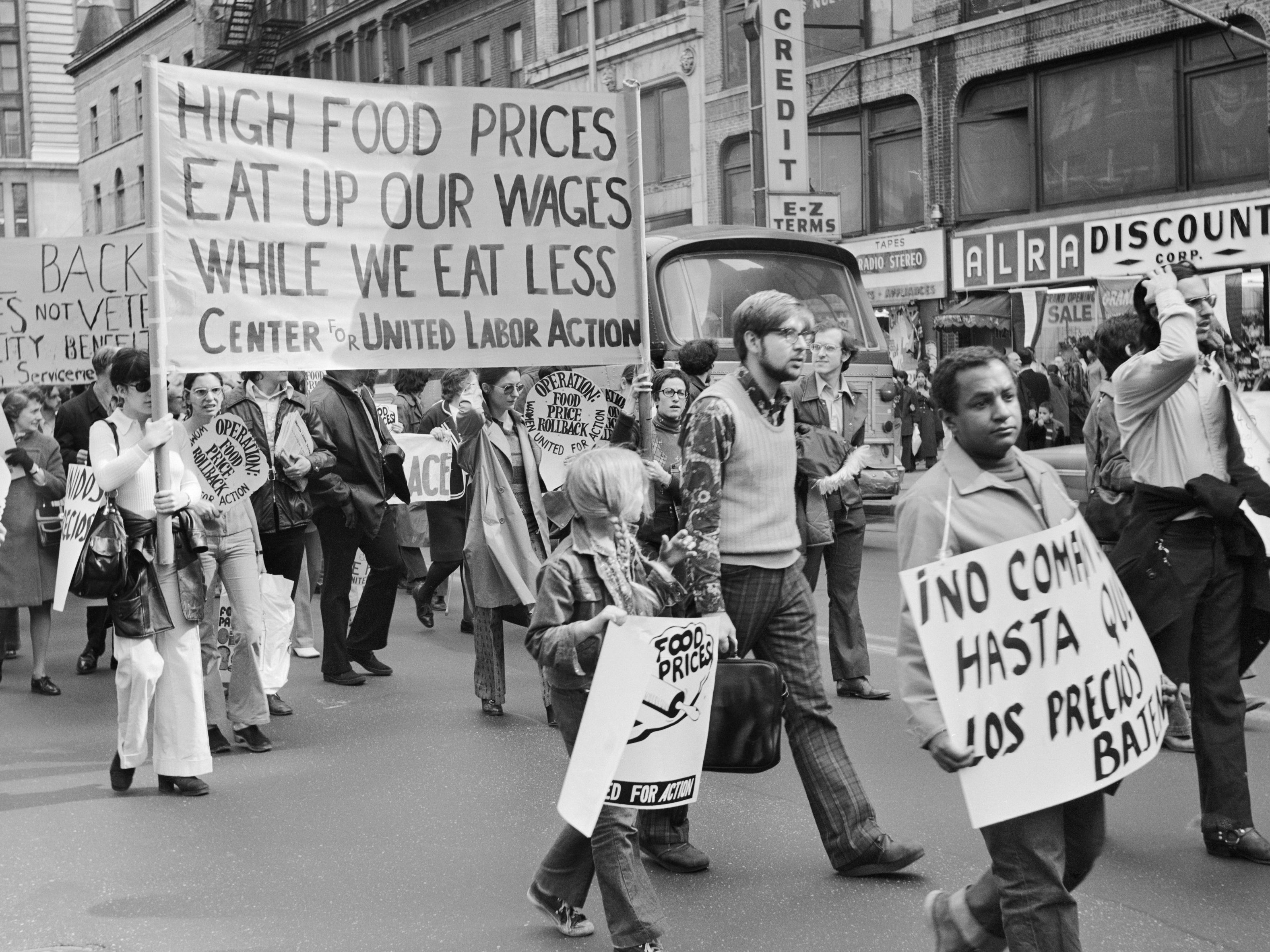 Wage structure and stagflation in the 1970s