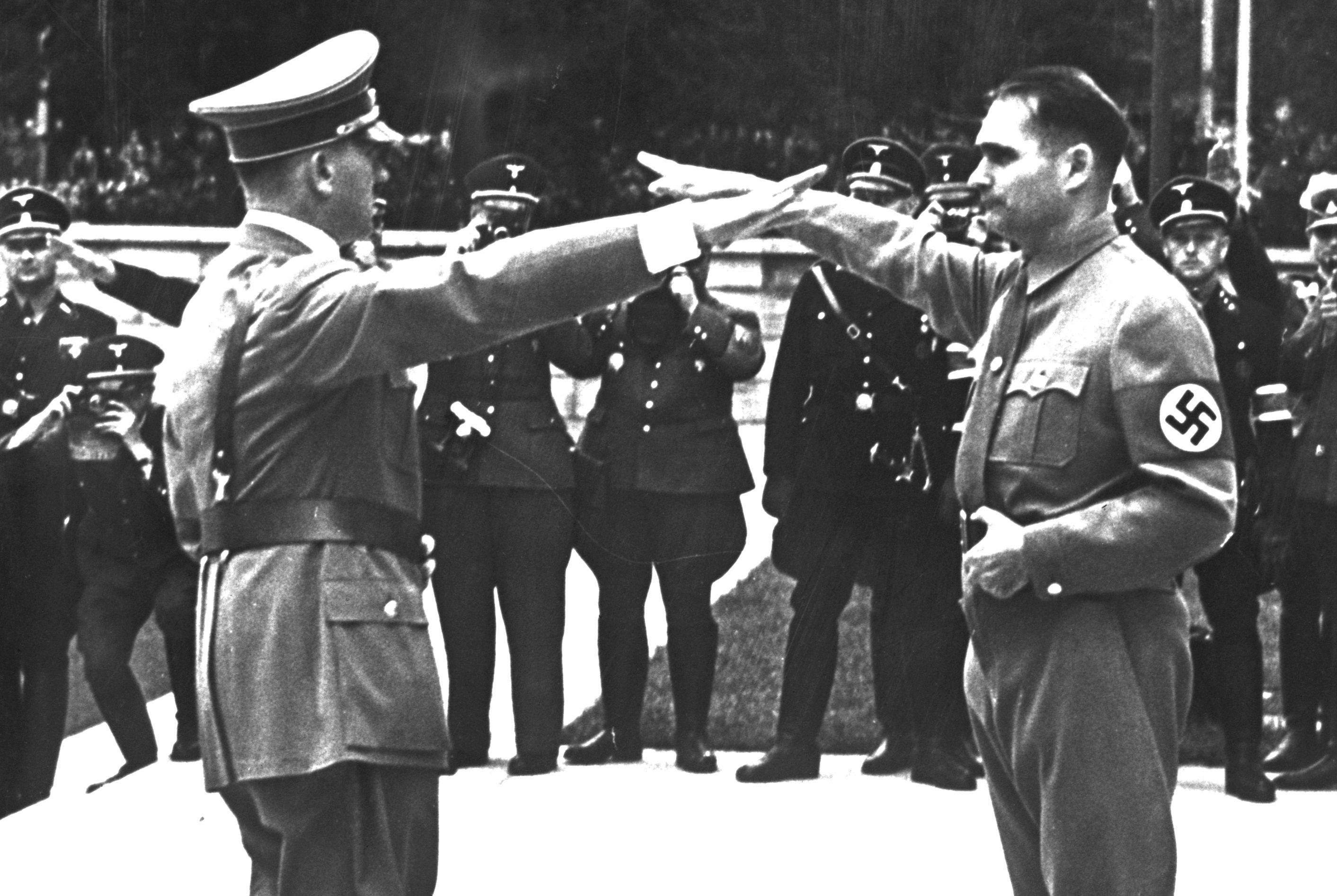 Рудолф Хес Хитлер приятелски Кой Полет до Шотландия Твърдейки, че  миротворците