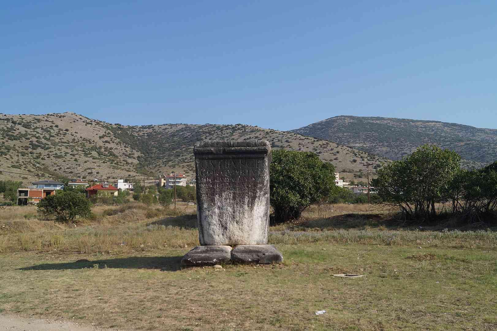 Alter Stein am neolithischen Ort Dikli Tash.