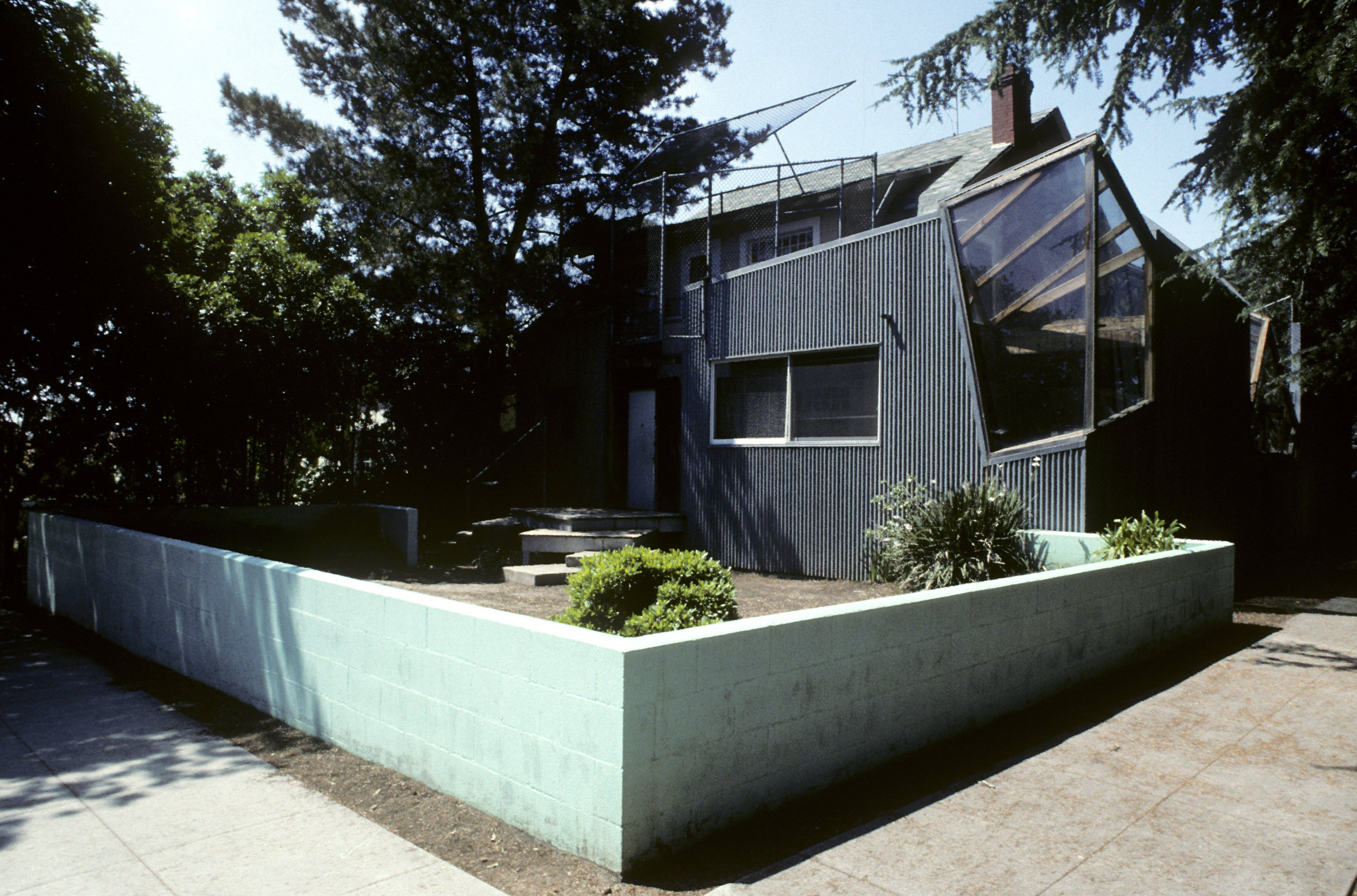Frank Gehry's personal home with concrete retaining wall surrounding the yard