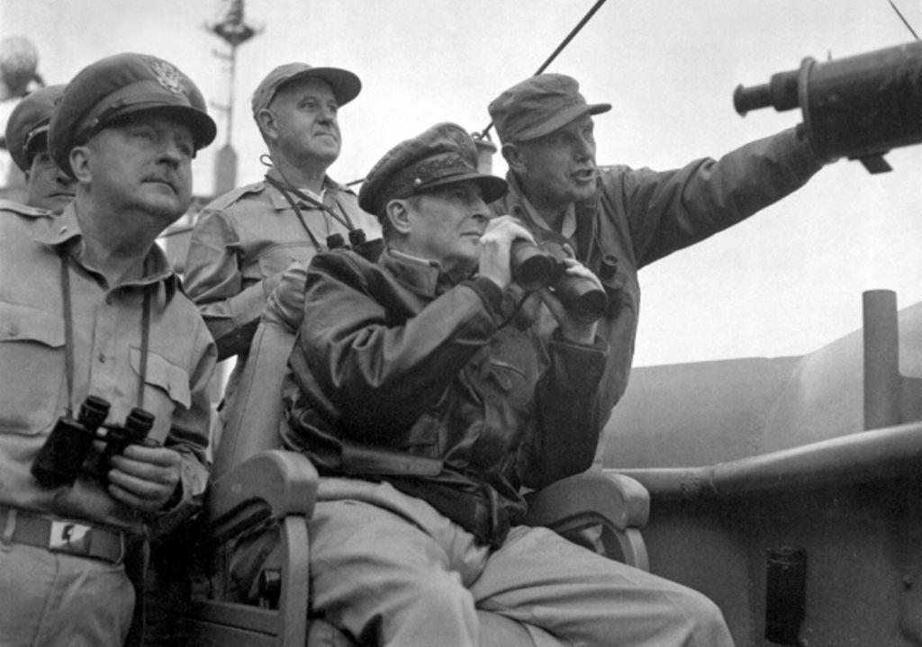 MacArthur at Inchon