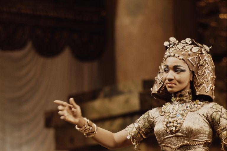 American operatic mezzo-soprano Grace Bumbry as Amneris in a production of Verdi's 'Aida', circa 1965.