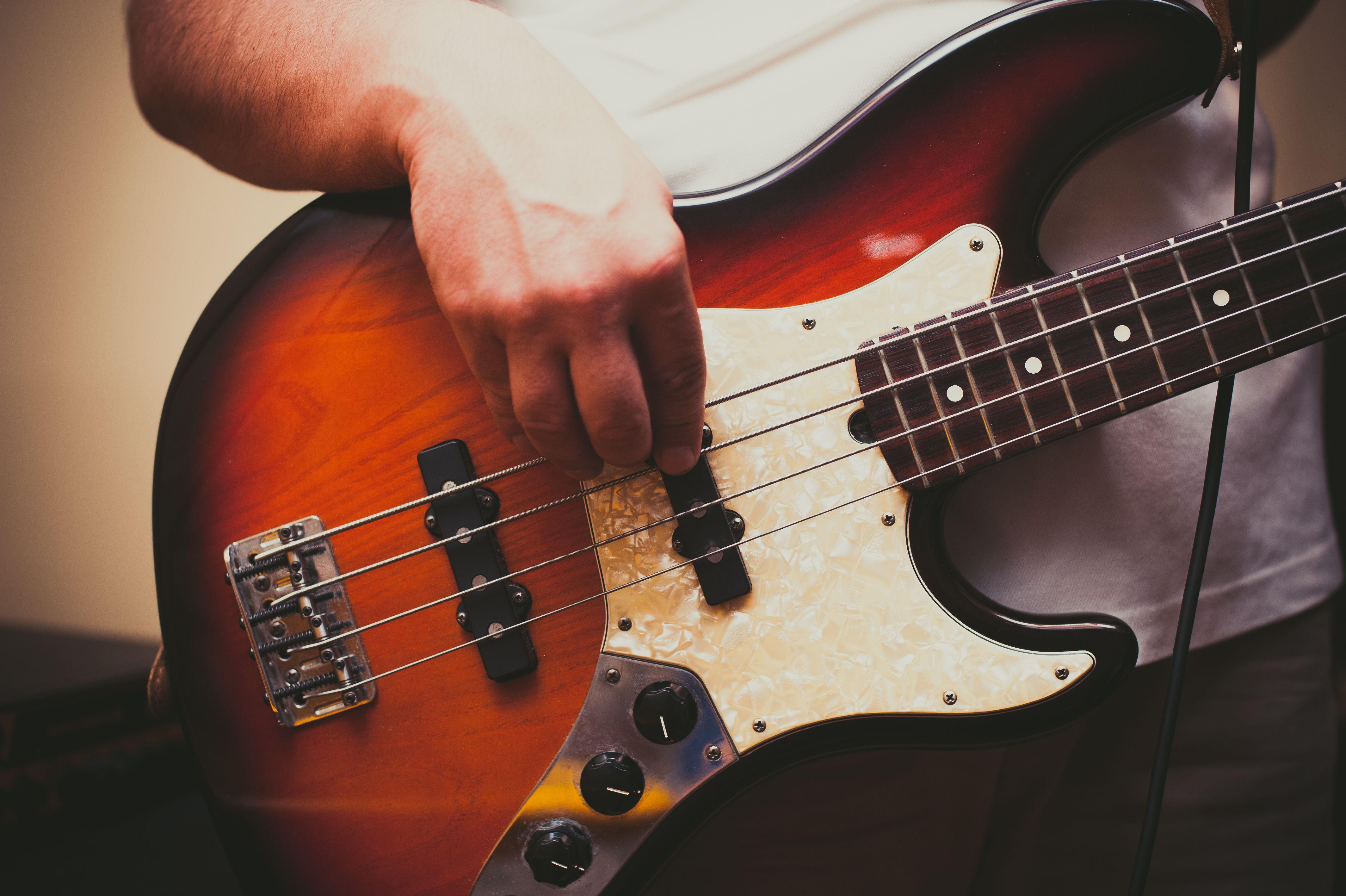 simple right hand bass techniques for beginners
