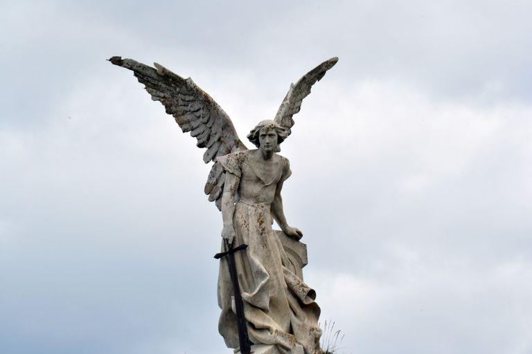 angel prayers praying to archangel michael