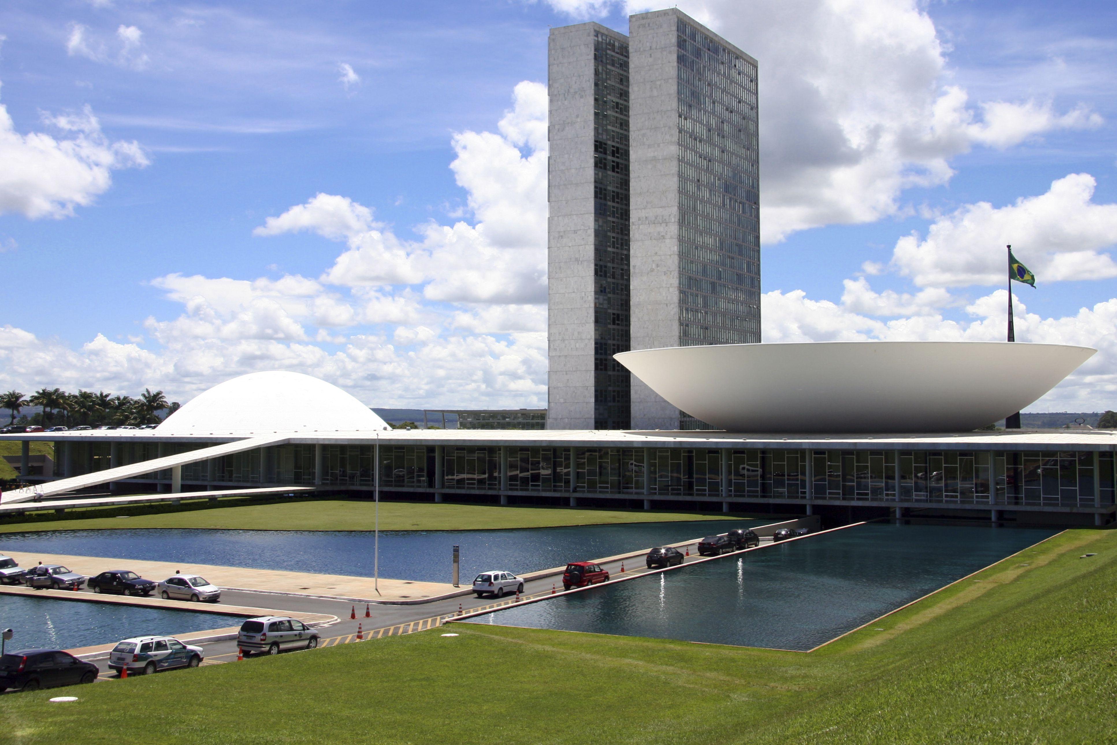 The Brazilian National Congress by Oscar Niemeyer, 2 monoliths between inverted bowls