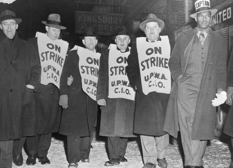 Photo of Saul Alinsky on a Chicago picket line.