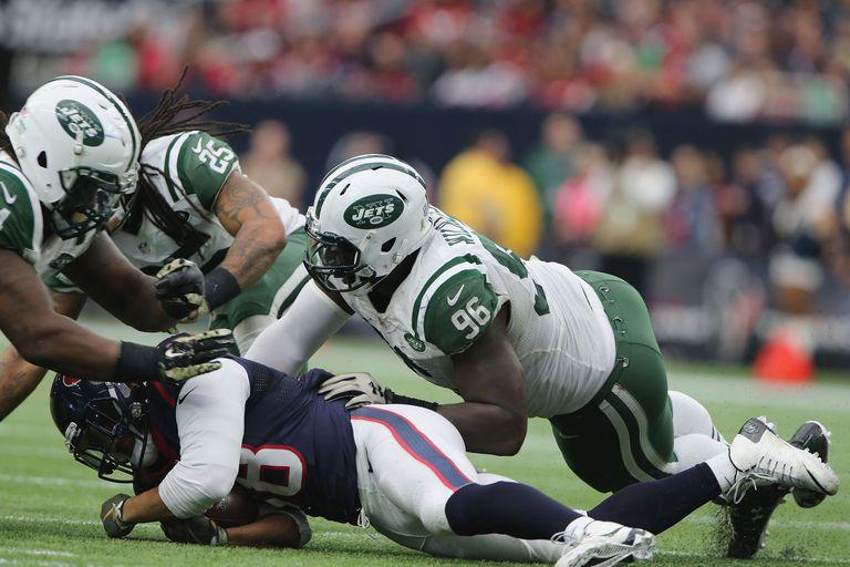 defense tackles quarterback