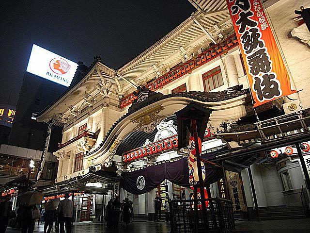 KabukiTheaterGinzaTokyokobakouFlickr.jpg