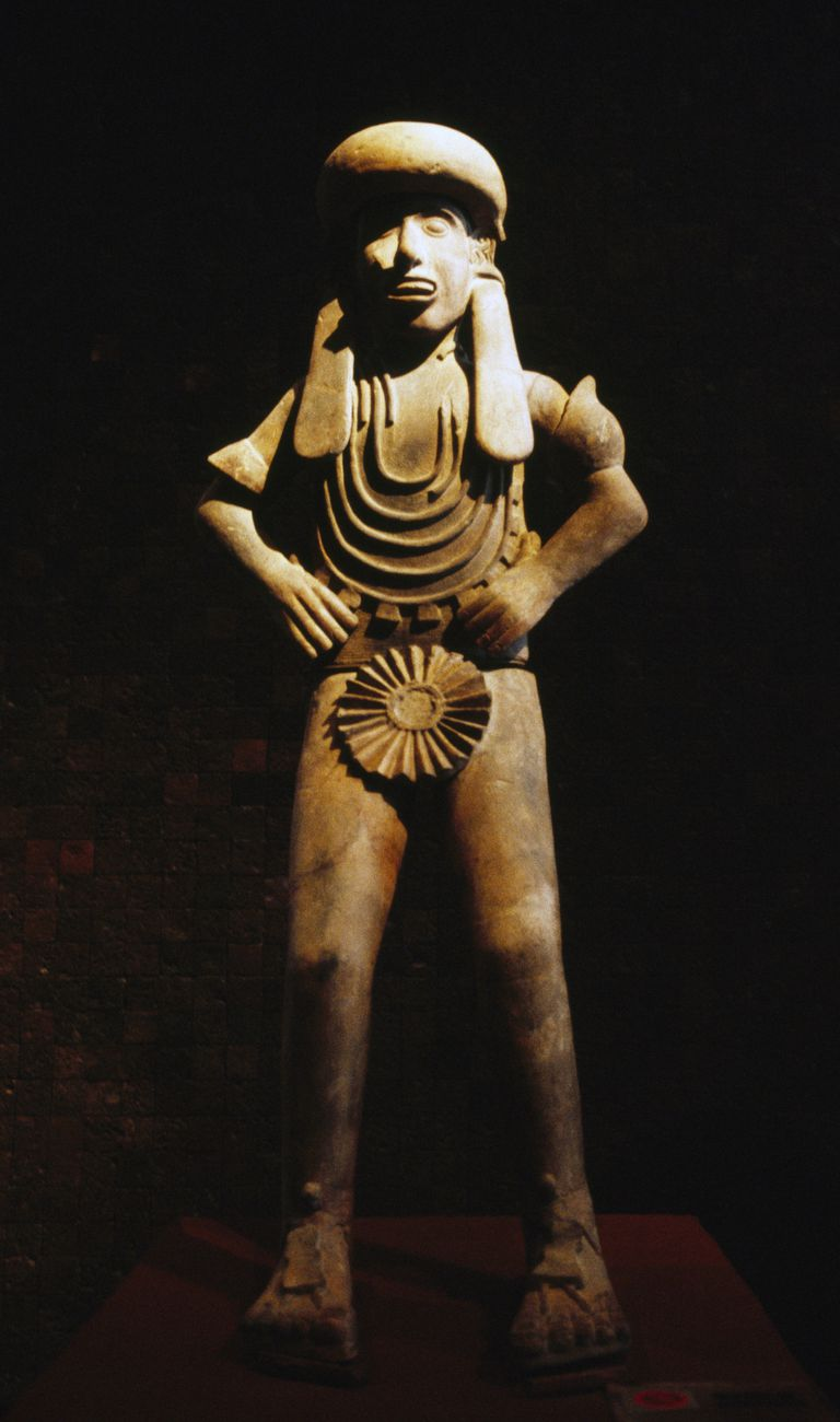 Statue of priest of Mictlantecuhtli, god of dead, Aztec civilization, 14th-16th century
